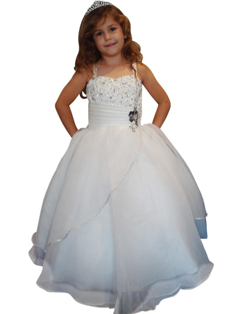 bruidsmeisjes jurk in de kleur ivoor. Is een lange jurk met veel diamanten