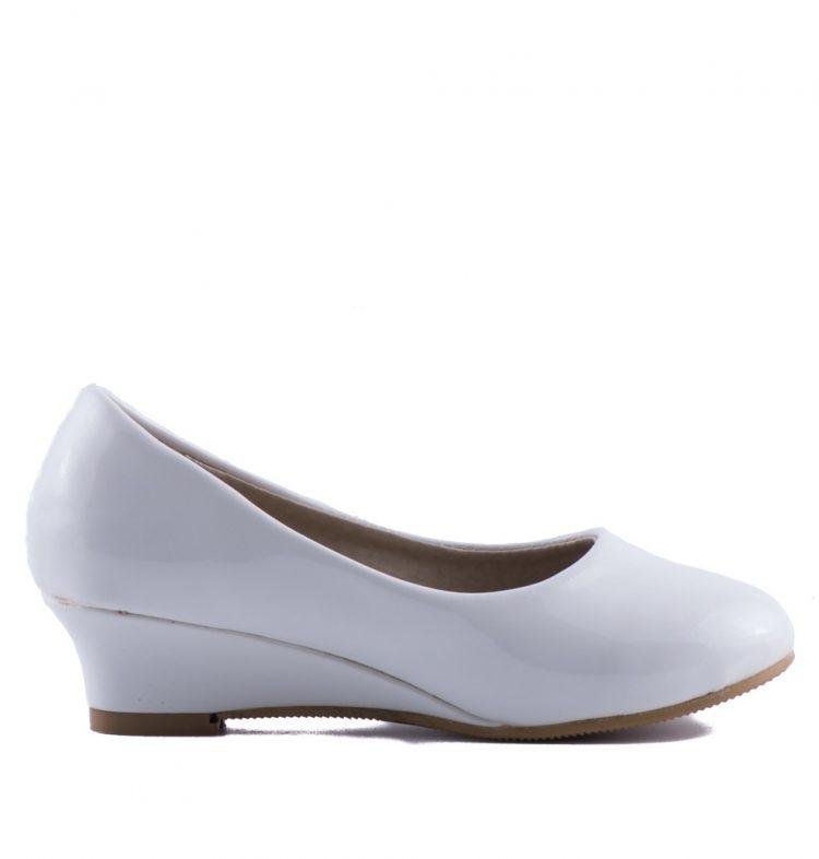 bruidsmeisjes schoenen diva is een lak schoentje met een hakje