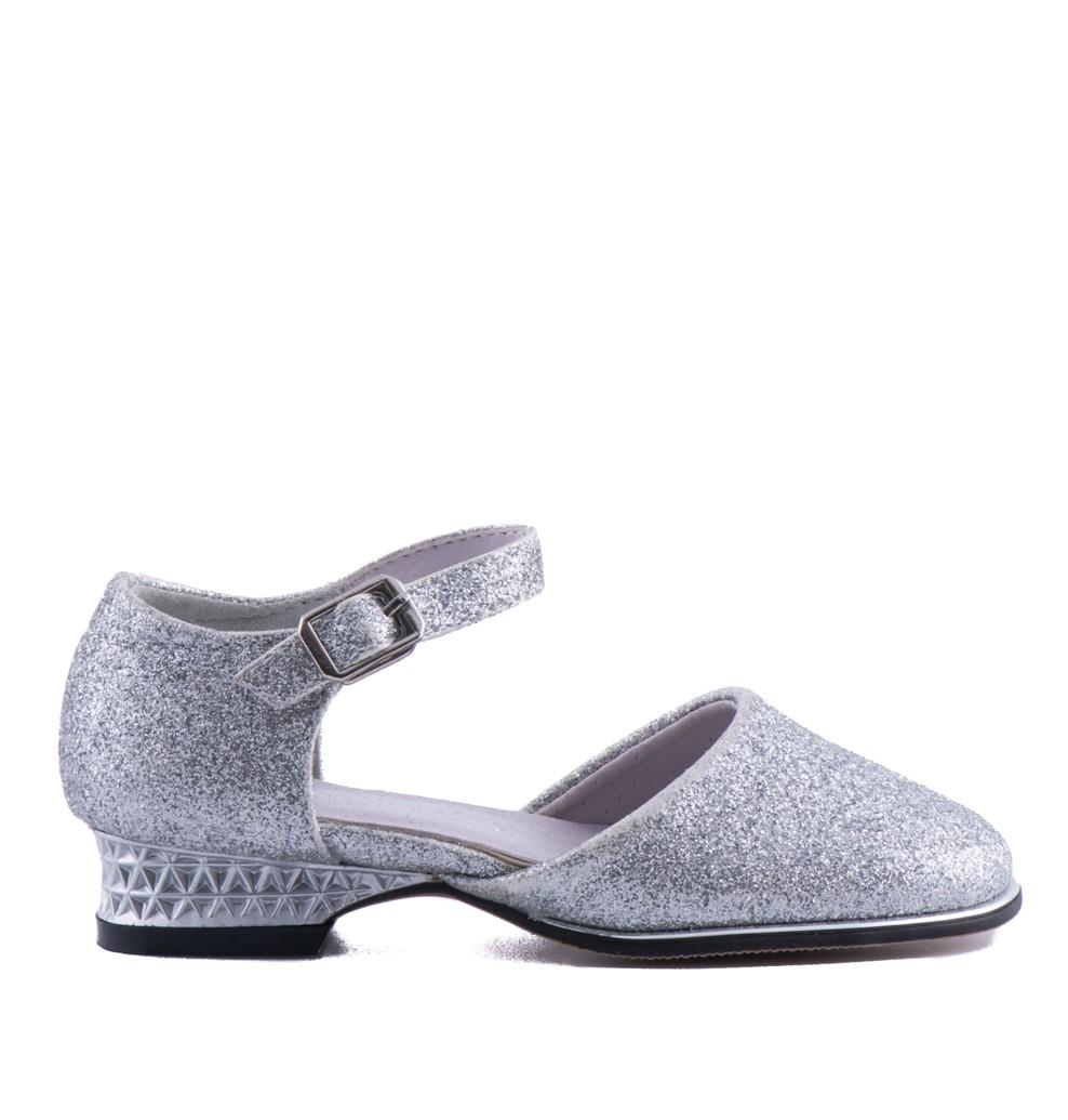 bruidsmeisjesschoen in de kleur zilver met een klein hakje