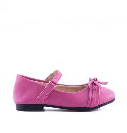 Bruidsmeisjes baby schoen in de kleur roze met een bandje over de voet
