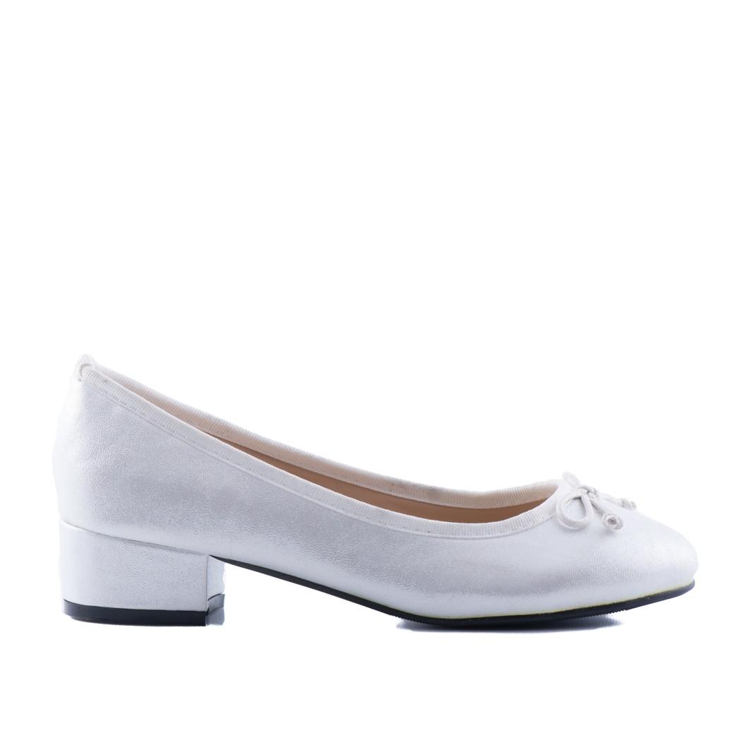 Bruidsmeisjes schoenen Ria heeft een mooie glans en een kleine blokhak