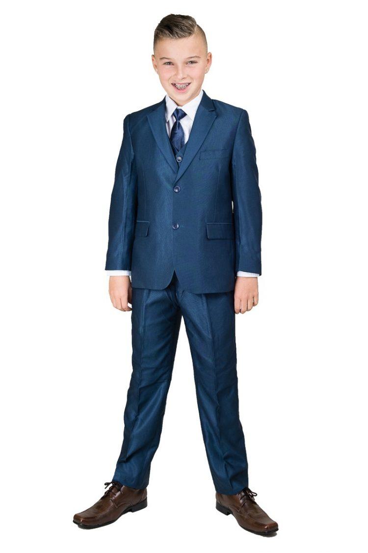 Jongen heeft een glanzend blauw 5-delig kinder kostuum aan
