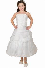 Ivoor kleurige jurk met een hoepel in de rok de jurk heeft meerdere lagen en valt tot ongeveer de kuiten
