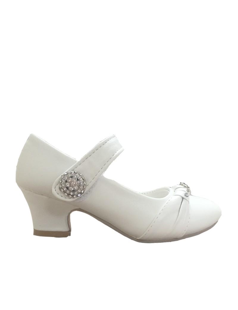 bruidsmeisjes schoen met een klein hakje en bandje met diamant