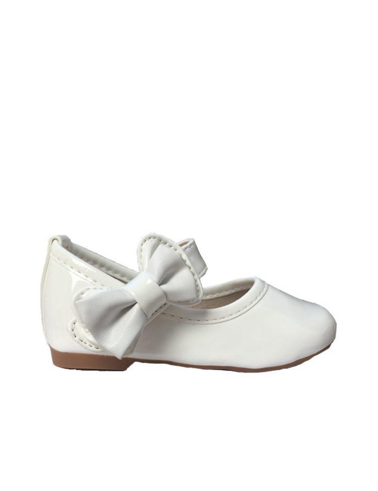 baby bruidsmeisjesschoenen in de kleur ivoor glansend en strik aan de zijkant