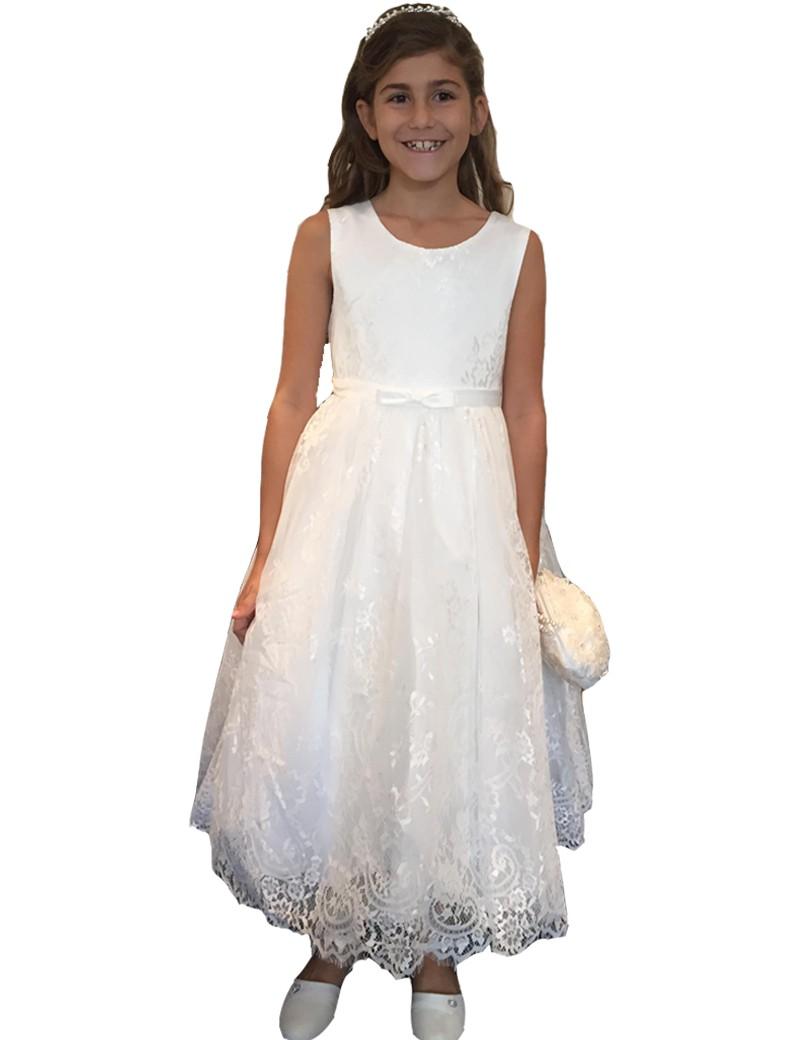 bruidsmeisjesjurk met veel kant in de kleur ivoor. De lengte van de jurk is tot de kuiten