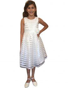 bruidsmeisjesjurk in de kleur ivoor met glansende horizontale strepen over de hele jurk