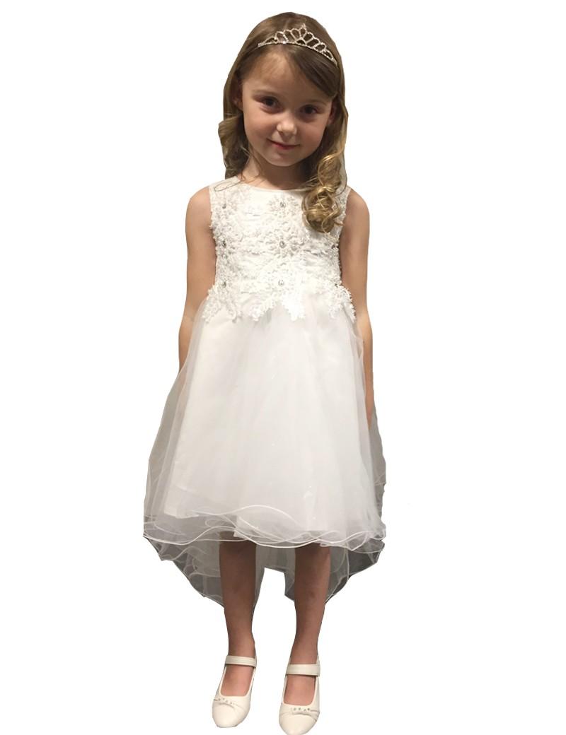 bruidsmeisjes jurk in de kleur ivoor. De rok valt aan de voorkant tot de unie en is achter lang