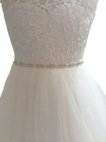 Smal zilverkleurig stras riem voor een bruidsmeisjesjurk