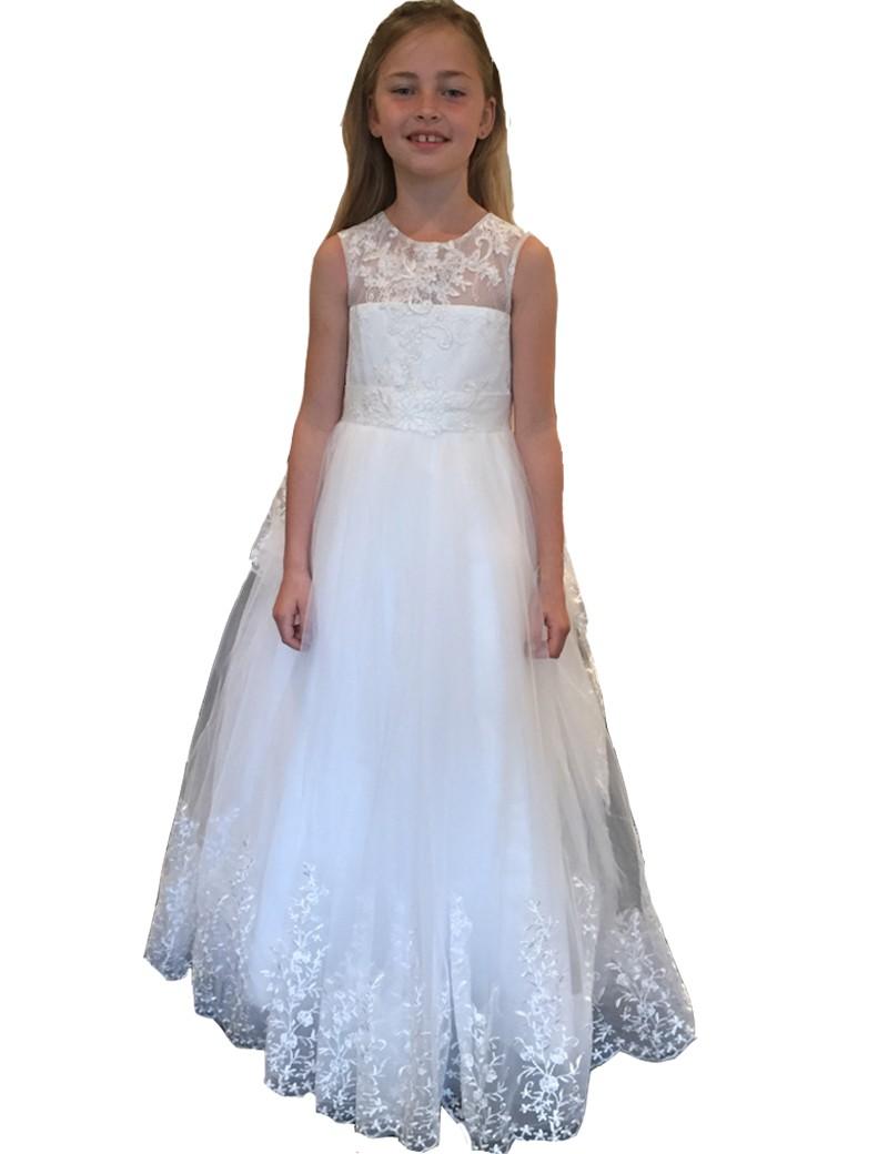 Lange ivoor kleurige bruidsmeisjesjurk met veel kant op de jurk