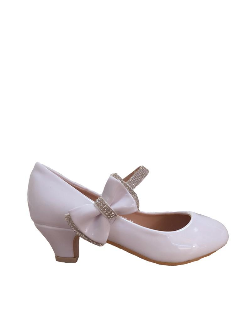 lak schoentje met hak ivoor kleurig en strikje aan de zijkant