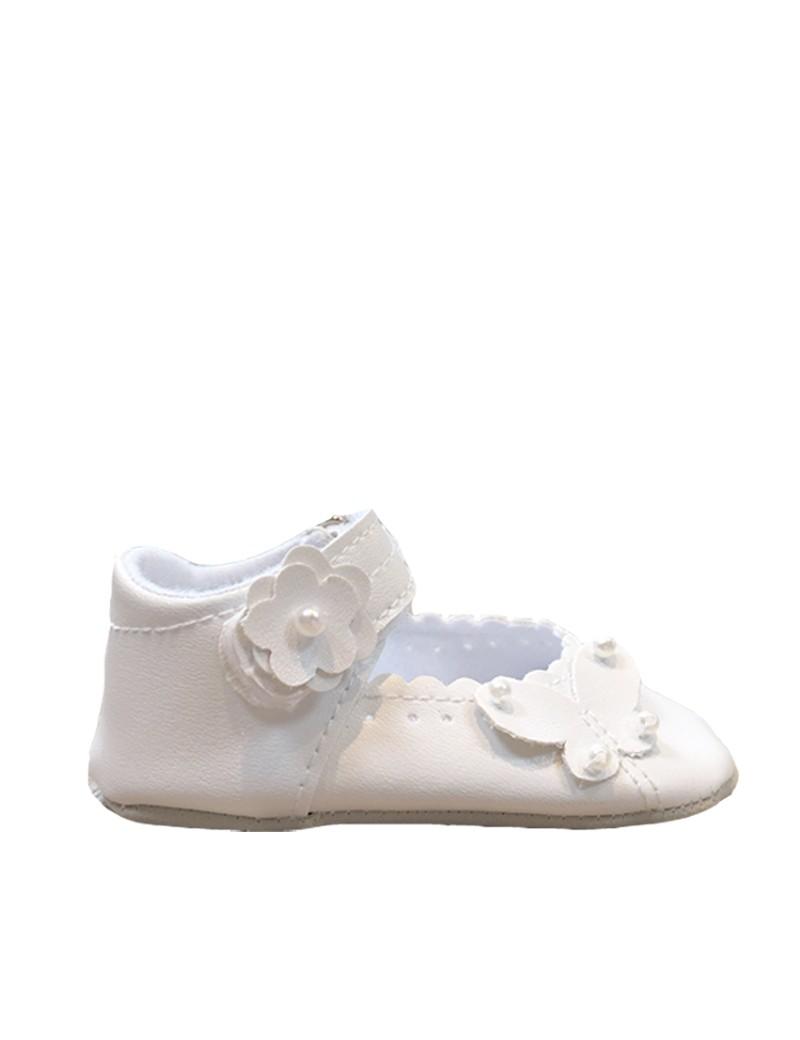 bruidsmeisjesschoentje baby met een vlinder in de kleur ivoor