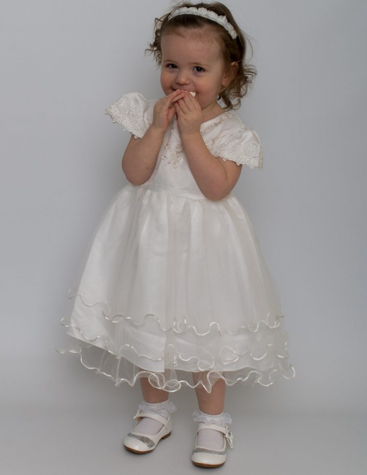 Bruidsmeisjes jurk Renate met kap mouwtjes en golvend randje op de onder rok