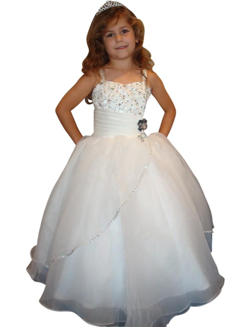 Communie jurk Amber is een lange jurk met veel diamanten op het bovenlijfje