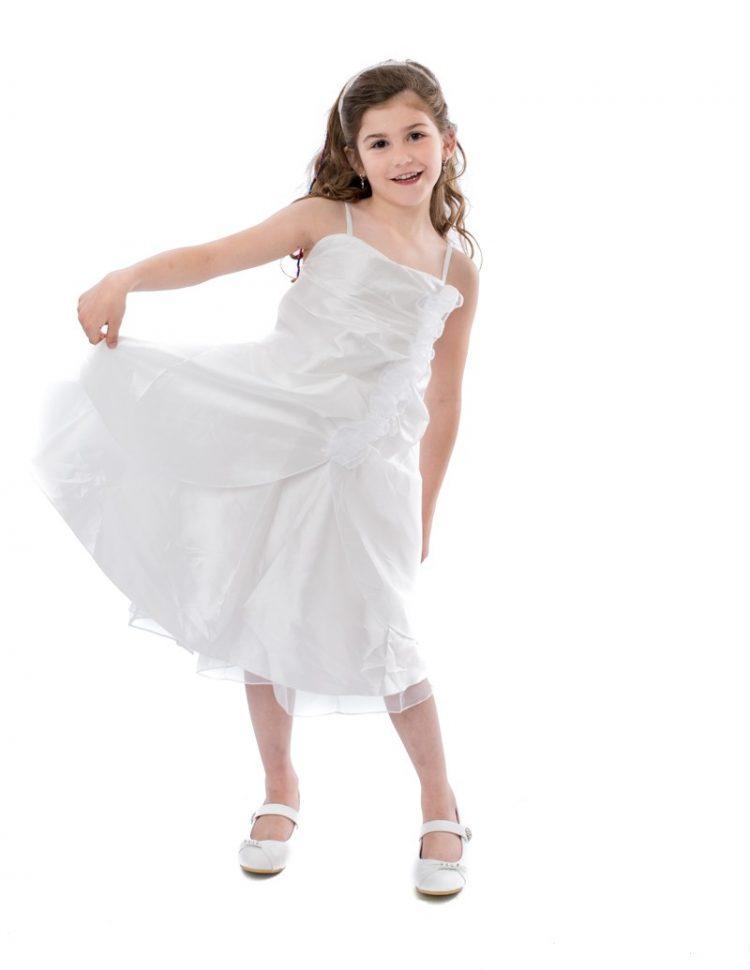 Bruidsmeisjes jurk Lola is gemaakt van gladde stof de rok valt tot iets over de knie