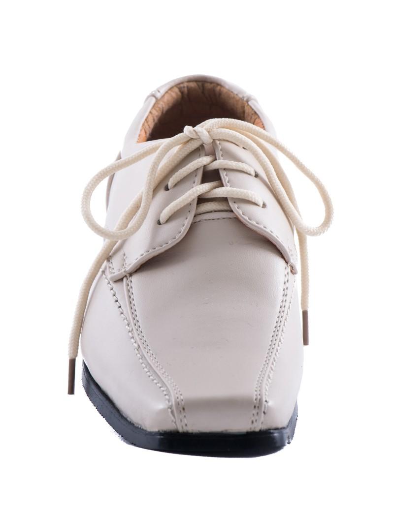 Voorkant nette veter schoen voor bruidsjonkers in de kleur beige