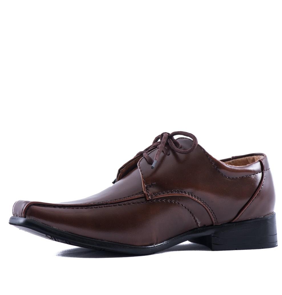 Jongensschoen in de kleur cognac bruin