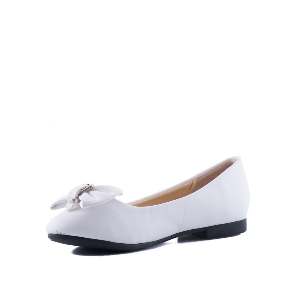 Bruidsmeisjes schoen met een strik op de neus