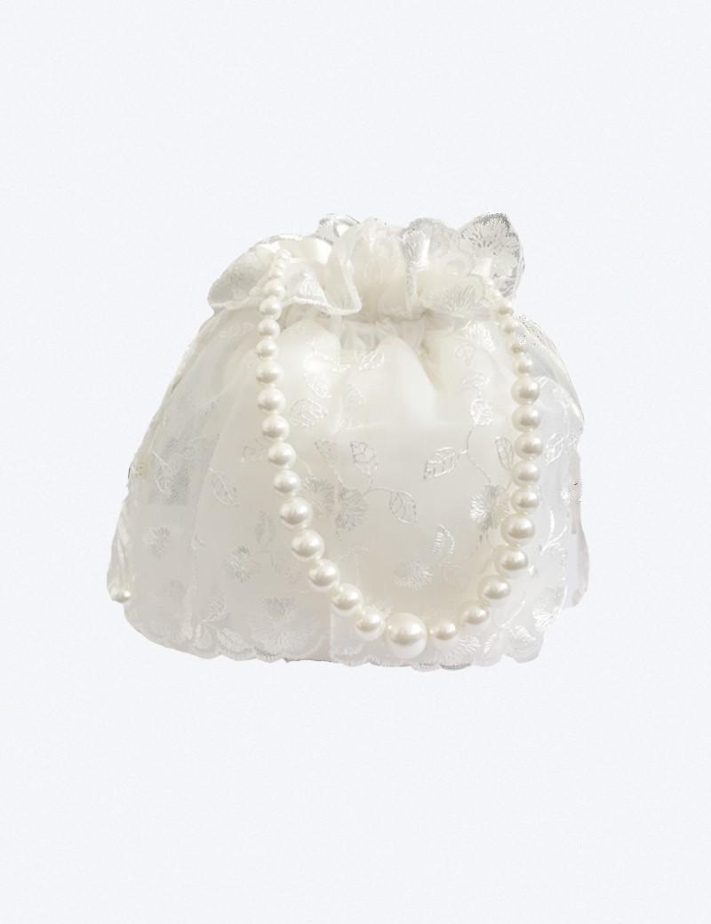Bruidsmeisjes buidel tasje met kant en een parel ketting als handvat