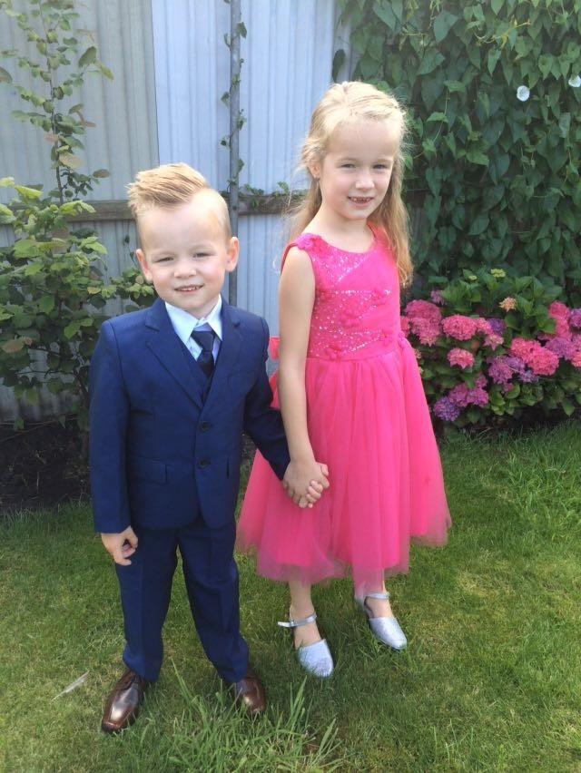 sfeerfoto van meisje in roze jurk