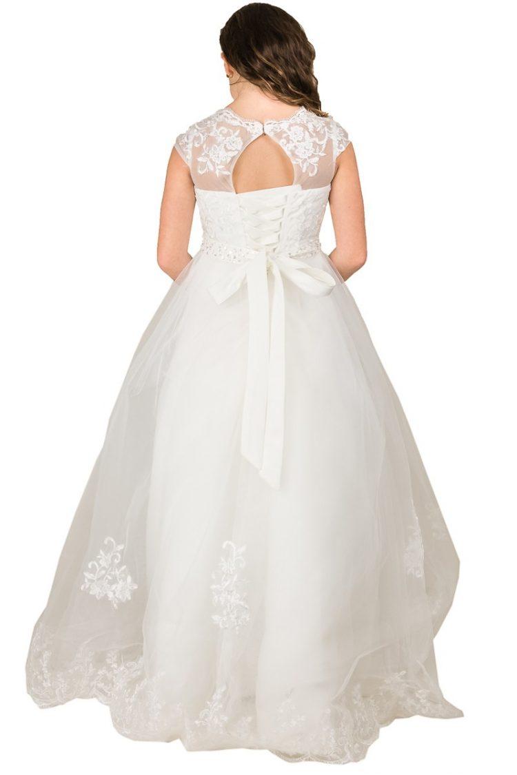 de achterkant van jurk Lynn is lang tot aan de grond om de middel zit een strik en bij de rug is de jurk een stukje open