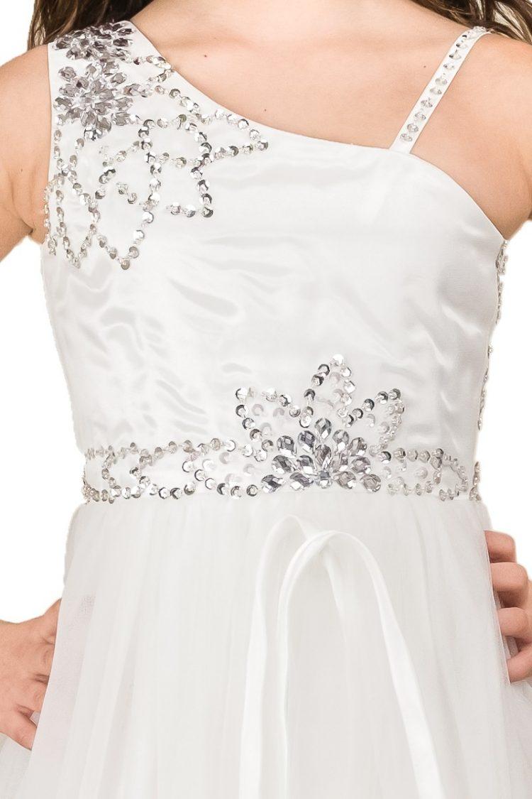 top jurk Evelyn op de middel zitten kleine zilveren diamanten en op de 2 schouder bandjes ook