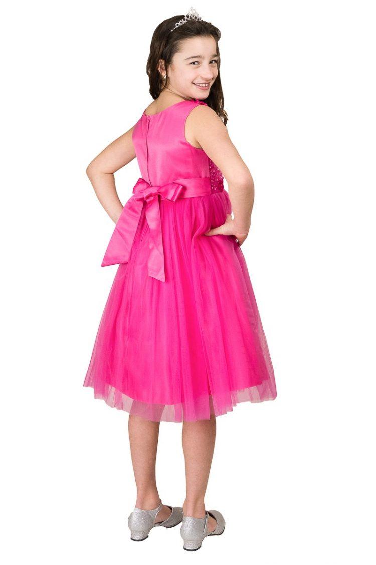 achterkant roze jurk met strik