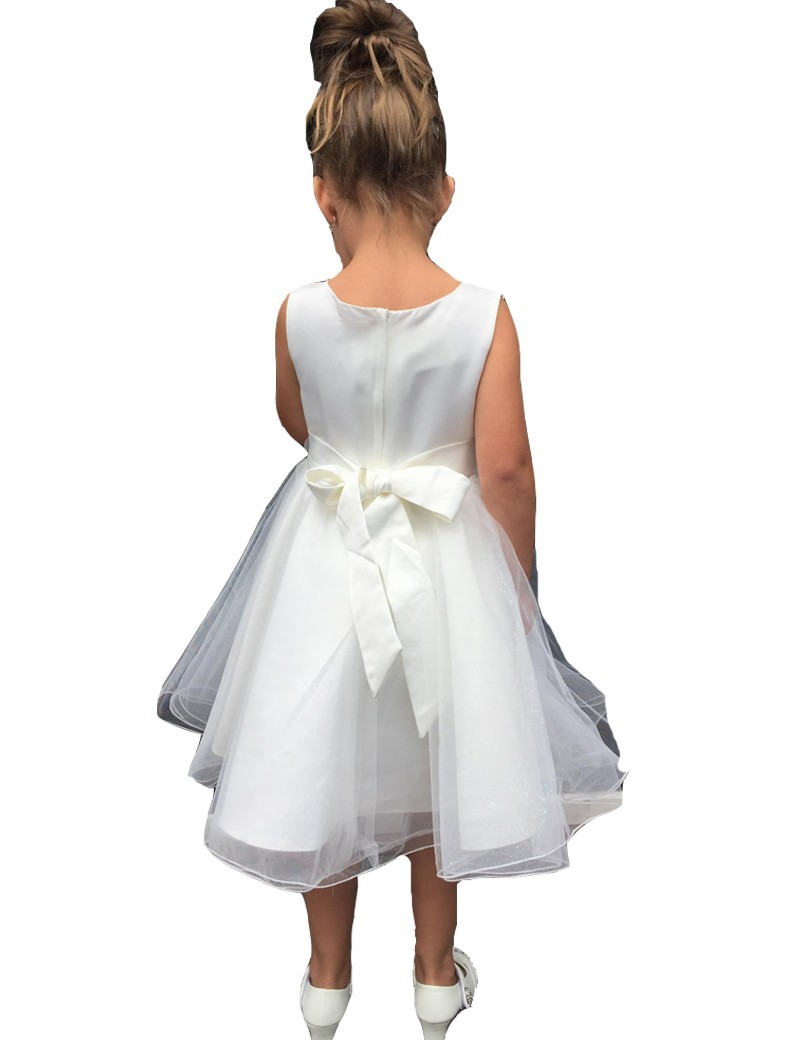 Achterkant van bruidsmeisjesjurk Zoë met ritssluiting en strik op de rug