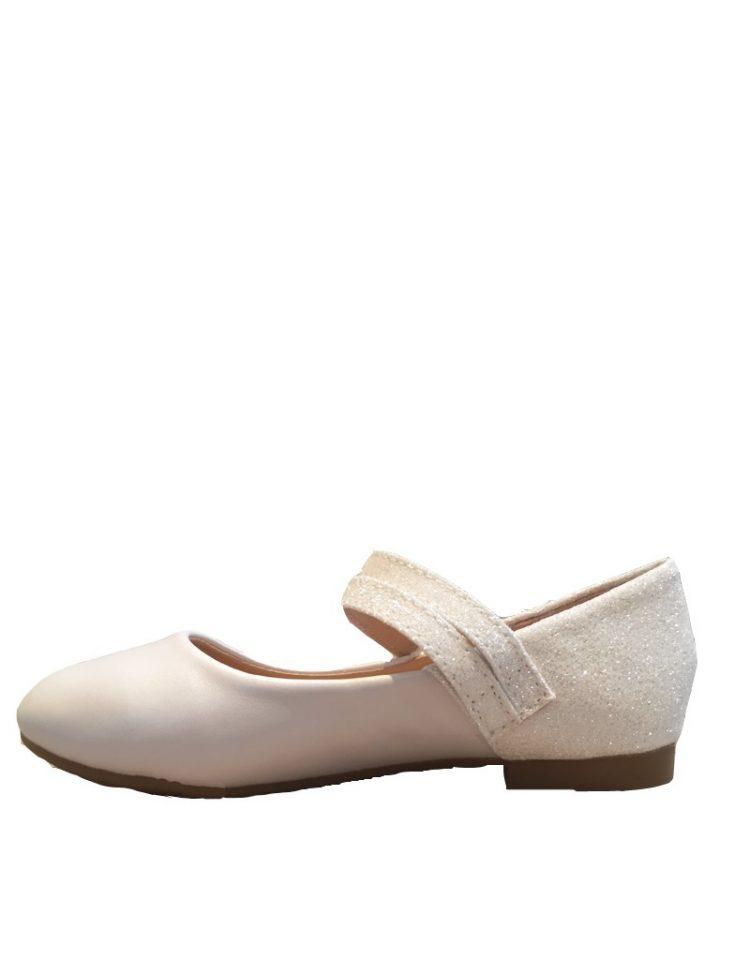 bruidsmeisjes schoen in de kleur ivoor met een glitter bandje