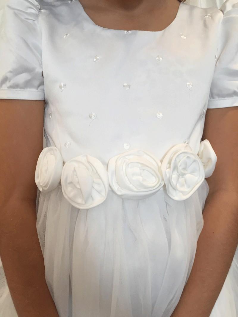 bovenlijfje jurk met kleine stipjes en rozen bloemen op de middel.
