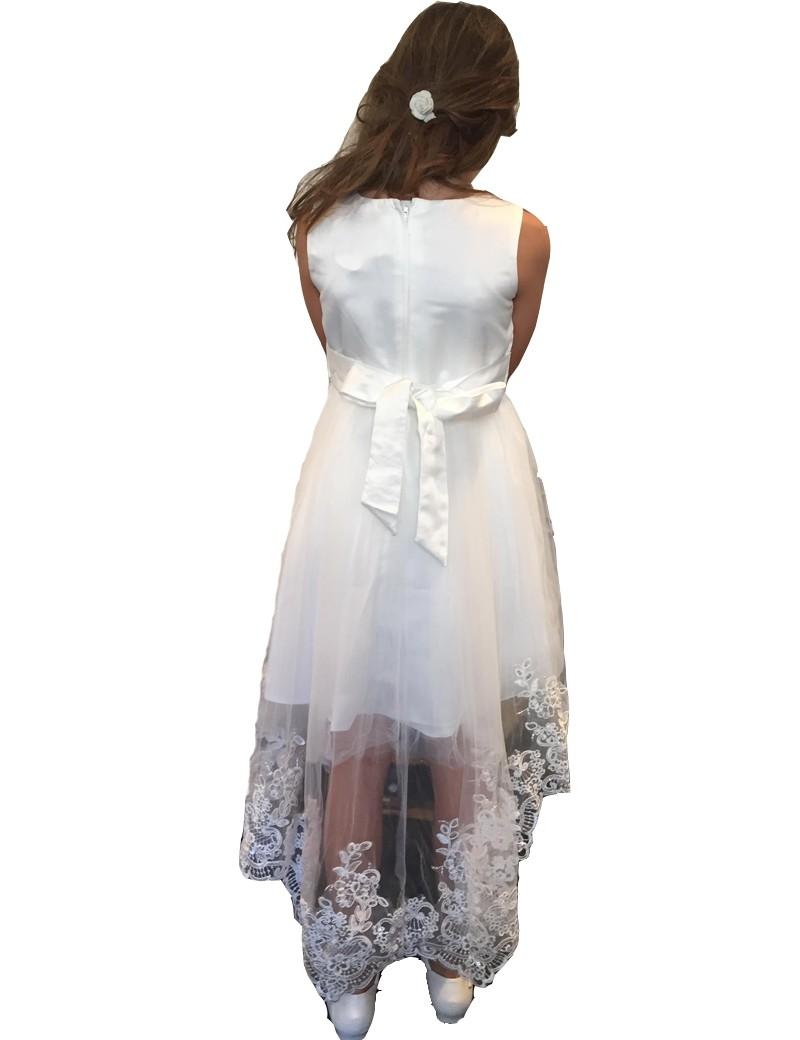 achterkant jurk met op de onderste rand van de jurk een kante rand