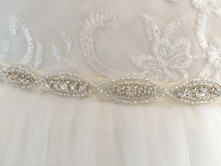 fijn zilverkleurig stras riempje voor een bruidsmeisjesjurk