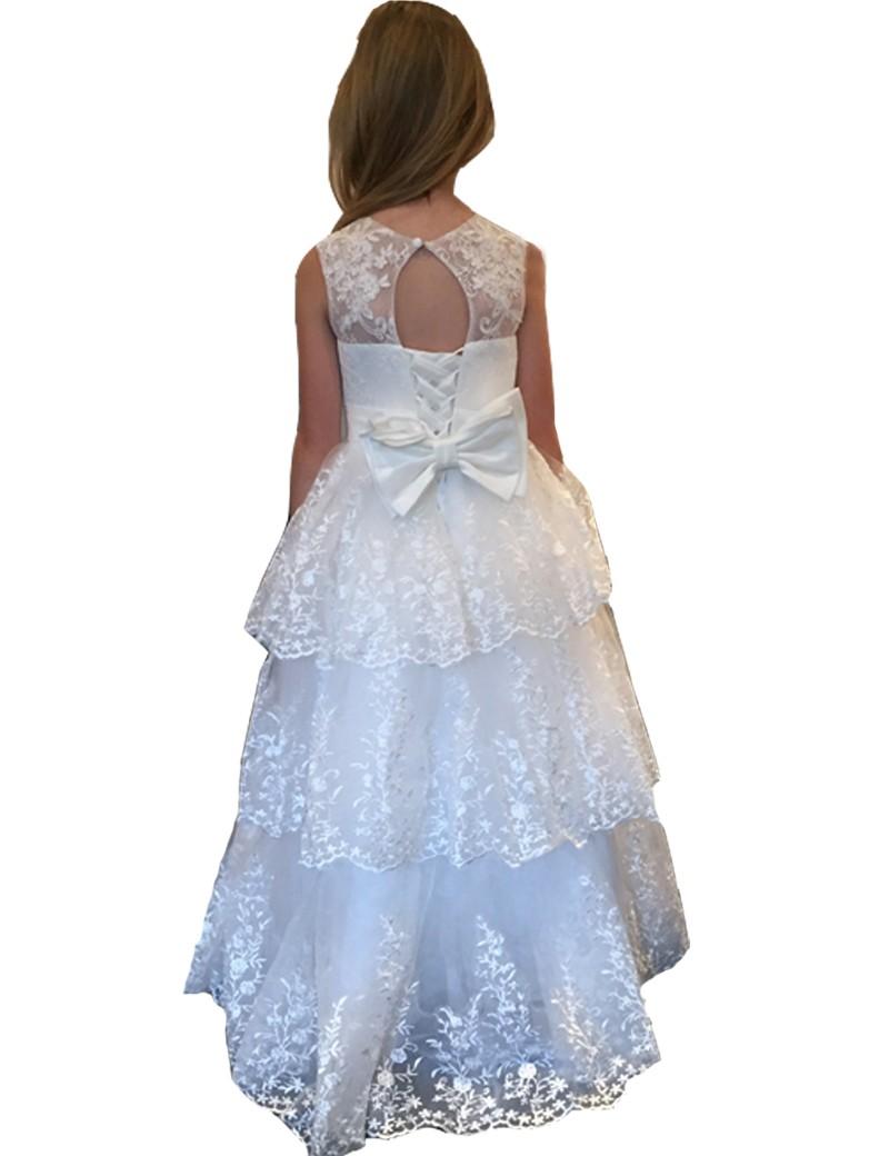 achterkant jurk met veel kant. Op de rug zit een vetersluiting met strik